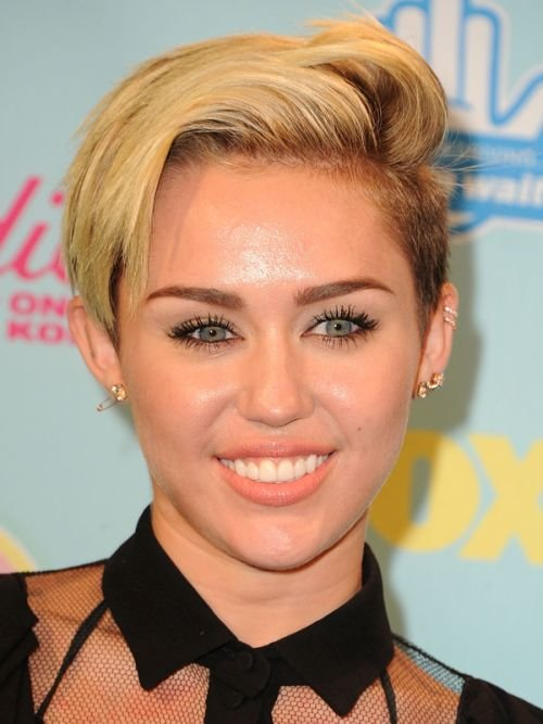 miley cyrus growing pixie