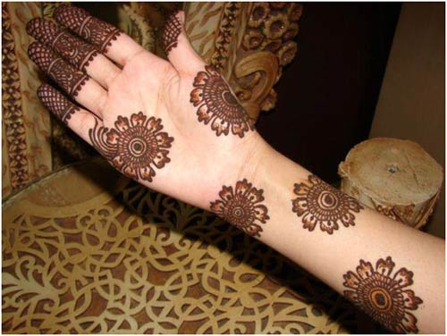 Flower Mehndi Designs For Back Hands : Mehandi designs for hands to look unique
