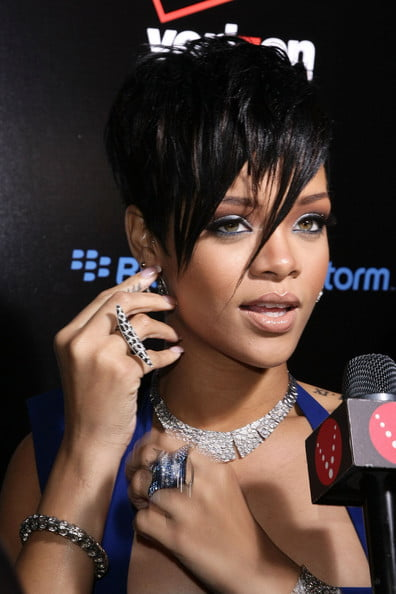 Superb 51 Top Rihanna Hairstyles That Are Worth Trying For Every Girl Short Hairstyles For Black Women Fulllsitofus