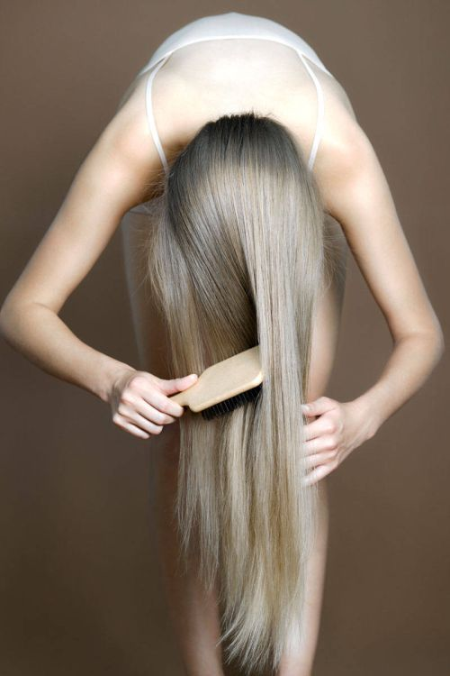 The perfect way to comb very long hair