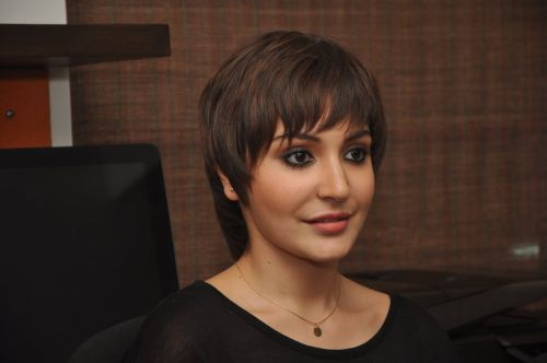Anushka Sharma Plastic Surgery Disaster Controversy Exposed