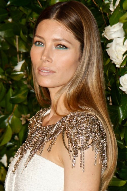 Jessica Biel sleek highlighted hair