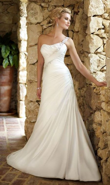 Weddng hairstyles for single shoulder wedding dress