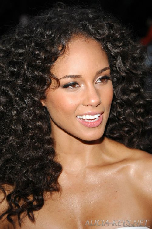 Magnificent 50 Hairstyles For Frizzy Hair To Enjoy A Good Hair Day Every Day Hairstyles For Women Draintrainus