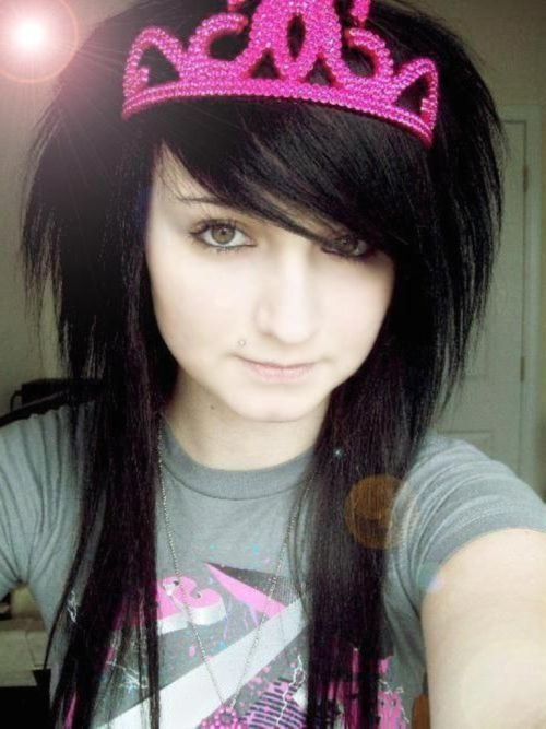 Emo scene hairstyle for teen girls