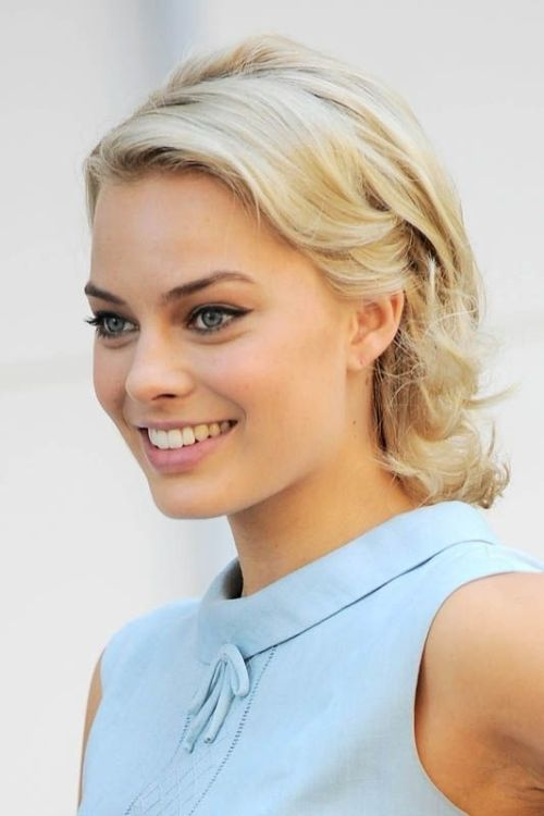margot robbie retro long bob