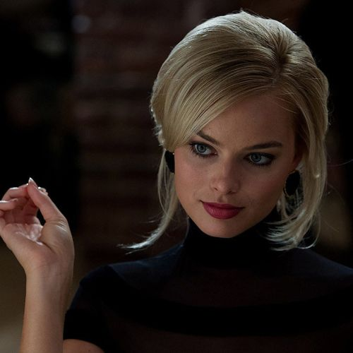 margot robbie retro bob cut