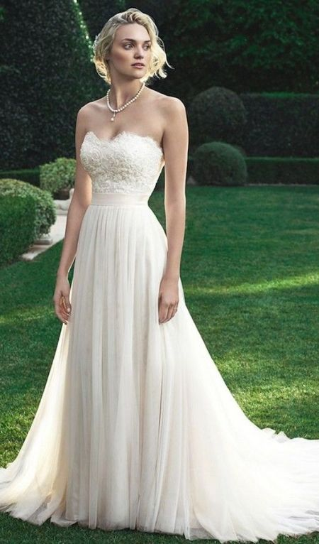 strapless wedding dress hairstyle
