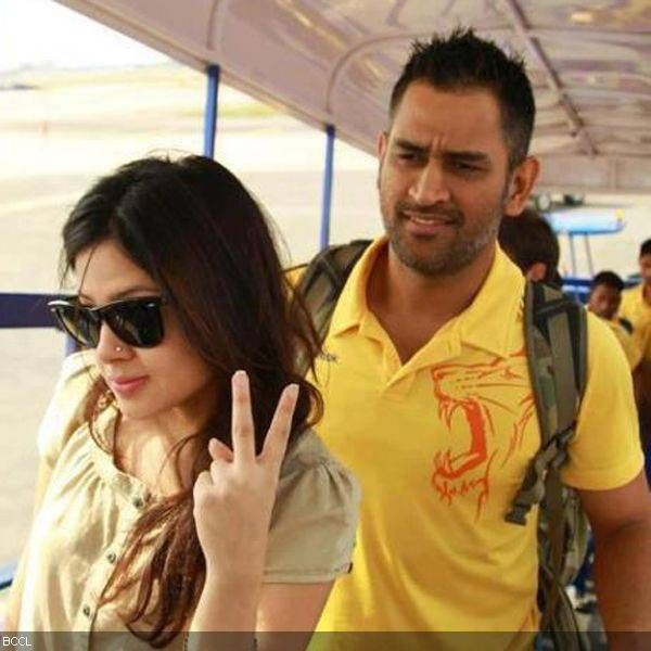 Dhoni wife Sakshi