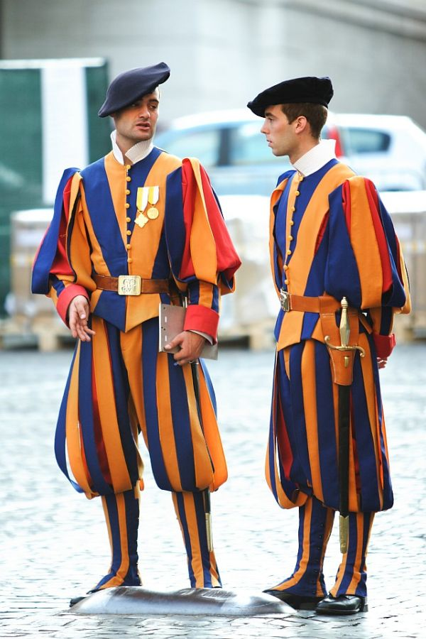 Vatican gaurd uniform