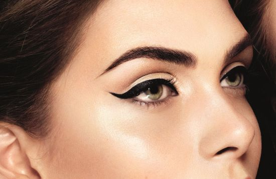 Winged Eyeliner That Compliments Neutral Makeup [Video]