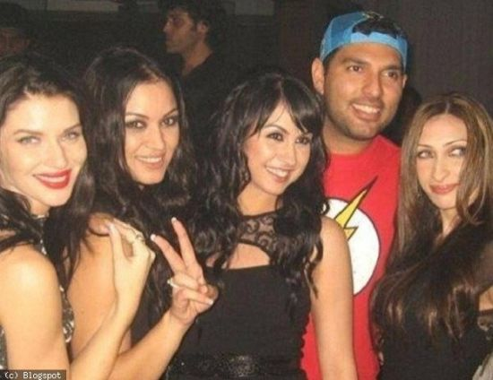 Yuvraj Singh at IPL party with girls