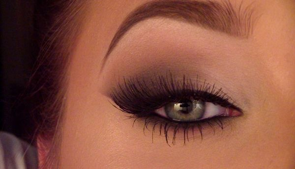 The Easiest Smoky Cat Eye Makeup Tutorial Ever [Video]