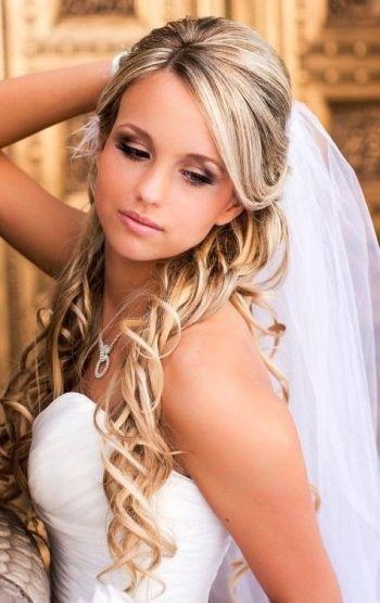 Cute half up half down hairtyles with veil