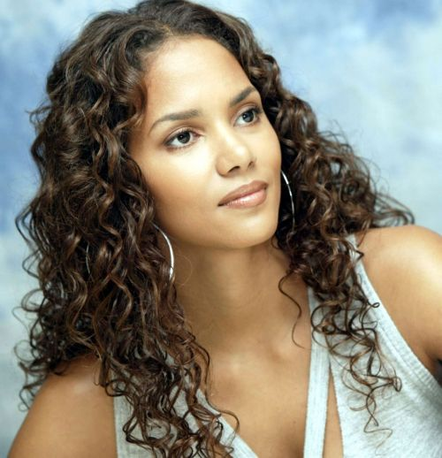 Halle Berry Haircuts: Short & Long Hair, Pixie & Curly ...