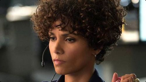 Halle berry haircuts short long hair pixie curly hairstyles halle berry hairstyles 3 urmus Image collections