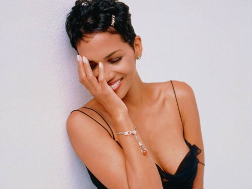 Halle berry hairstyles (35)