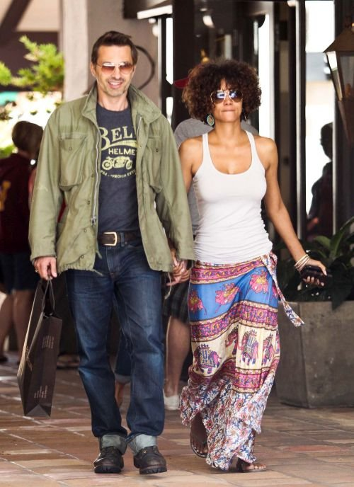 Halle Berry Haircuts Short Amp Long Hair Pixie Amp Curly