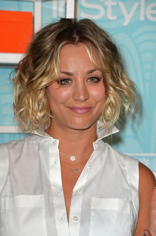 Hairstyles Kaley Cuoco : Kaley Cuoco Hairstyles & Haircuts: Short, Pixie, Bangs & Updos