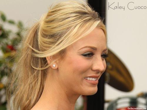 Hairstyles Kaley Cuoco : Kaley Cuoco Hairstyles & Haircuts: Short, Layers, Pixie, Bangs & Updos