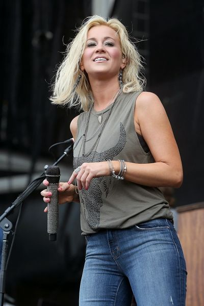 Kellie Pickler's Blonde Hairsyle