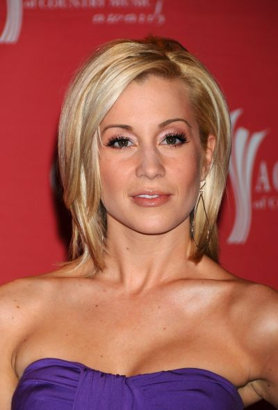 Kellie Pickler's Layered Bob Haircut