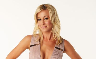 Kellie Pickler's Mid Length Wavy Hairsyle