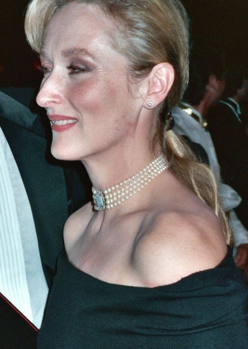 Meryl Streep Hairstyles Best For Older Women With Fine Hair