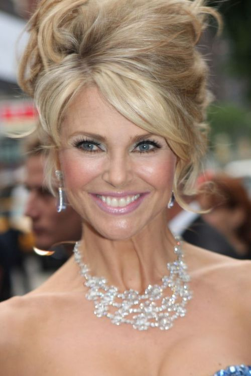 Christie Brinkley Hairstyles: 22 Appealing Haircuts for 2017
