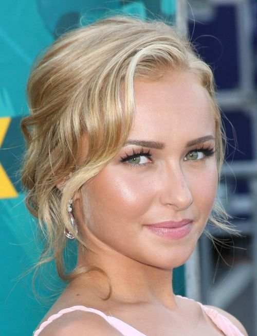UNIVERSAL CITY, CA - AUGUST 09: Actress Hayden Panettiere arrives at the 2009 Teen Choice Awards held at Gibson Amphitheatre on August 9, 2009 in Universal City, California. (Photo by Jason Merritt/Getty Images)
