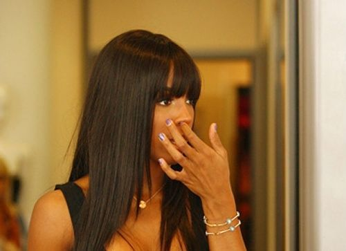 Kelly Rowland picking nose