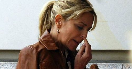 Kim Cattrall picking nose