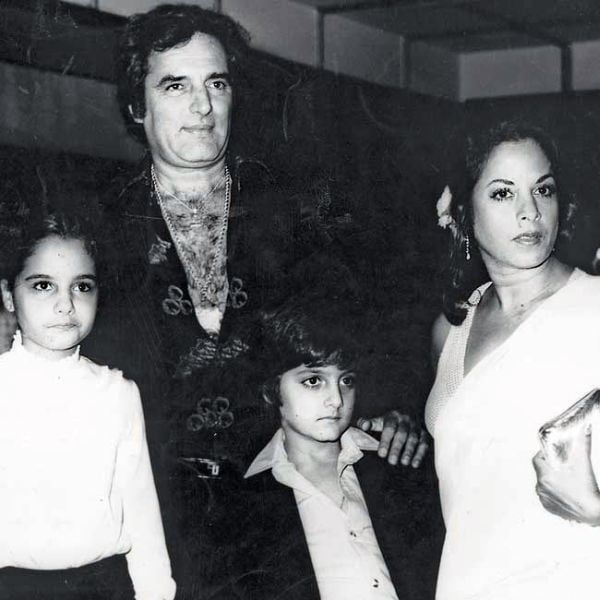 Feroz Khan's Family pic - wife Sundari, son Fardeen Khan and daughter Laila Khan
