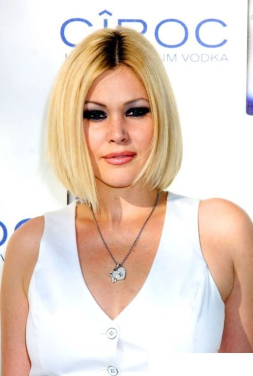 Shanna Moakler short hair