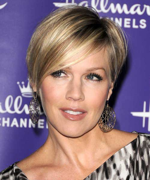 jennie Garth pixie cut