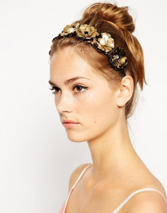 short curly gold accessory wedding hair2