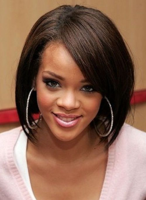 Watch Rihanna Medium Hairstyles video