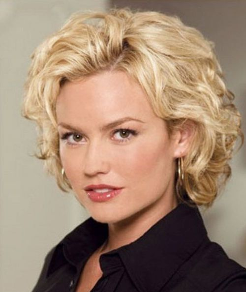 Short Curly Hairstyles for Heart Shaped Faces 6