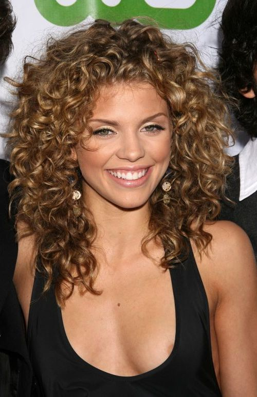 Short Curly Hairstyles for Heart Shaped Faces 7
