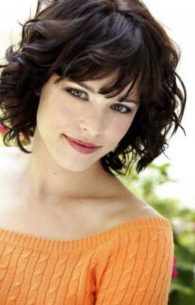 Short Curly Hair With Bangs And Layers 16