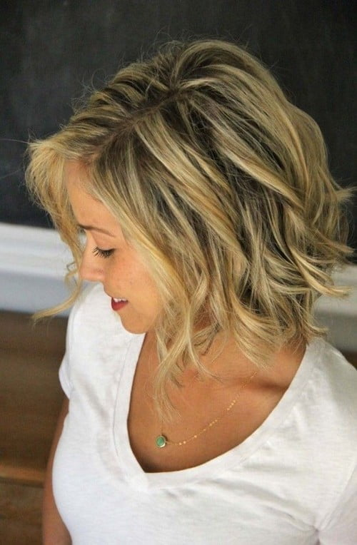 short wavy hair with streaks