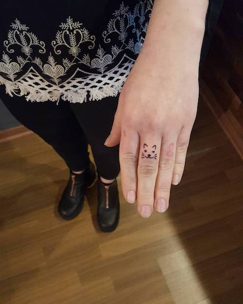finger mini tattoo kitty