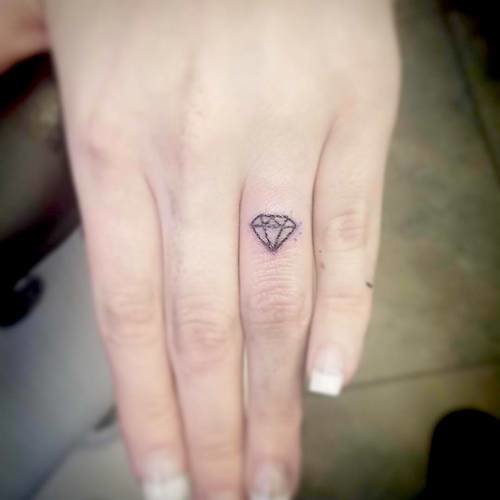 finger mini tattoo diamond