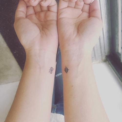 mini tattoo wrist segno coda