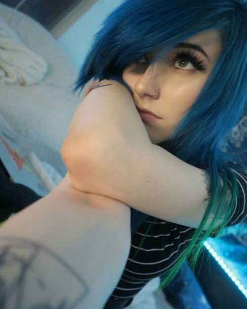 mermaid color emo hairstyle