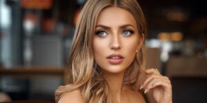 55 Best Hairstyles and Hair Color for Green Eyes to Make Your Eyes Pop